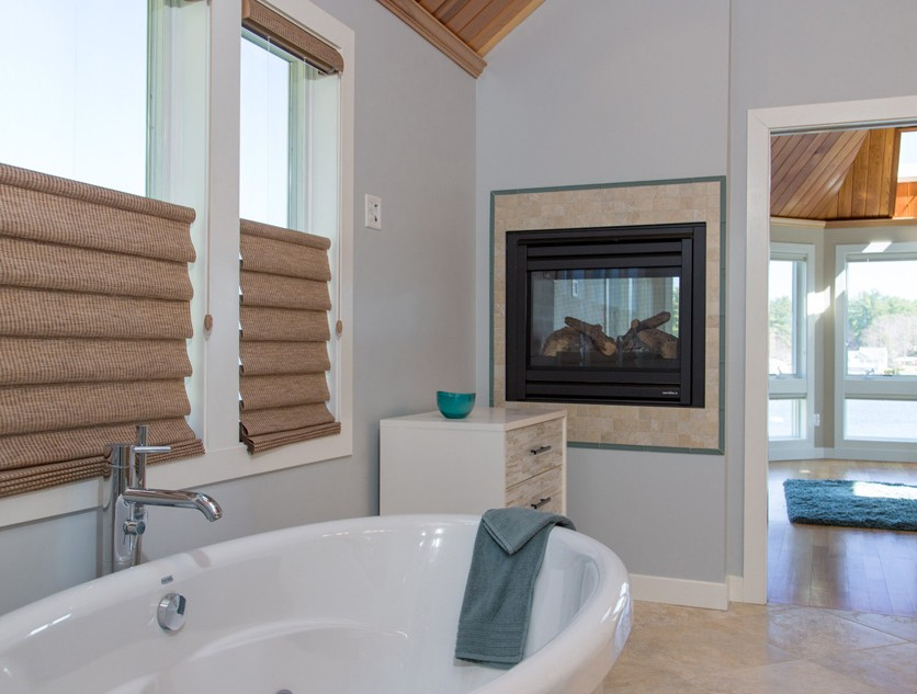 """Lakeside Retreat"" Bathroom"